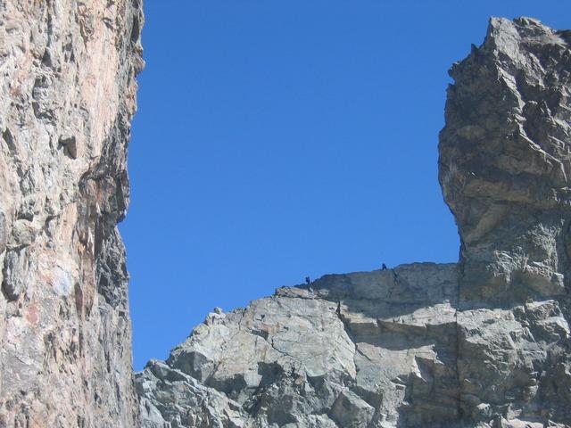 Alpinistes au niveau de la dent Zsigmondy