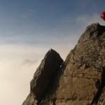 Rémy grimpe sur l'arête sud du glacier blanc