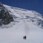 Vue sur la descente du Mont Blanc du Tacul depuis le plateau du Géant