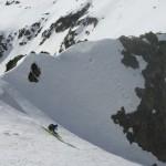 Nico a ski dans le couloir sud du Combeynot E