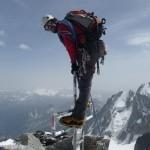 Sur la croix au sommet du Mont-Blanc du Tacul