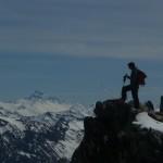 Nico au sommet de la Bosse de la Momie avec le Viso et la Momie