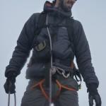 Roche Faurio - Dans la tempête, le guide reste stoïque...