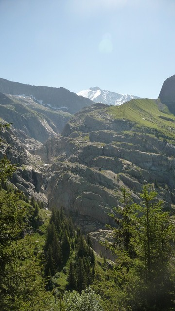 Le verrou du Glacier de Tré la Tête avec en fond l'Aiguille des Glaciers