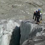 Ecole de glace - Alpinistes au bord du trou, c'est mieux qu'au fond!