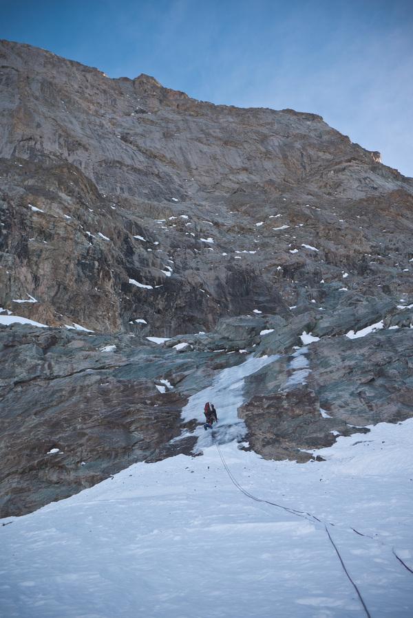 Pic sans Nom - Cambon Francou - Placage de glace pour passer le premier ressaut