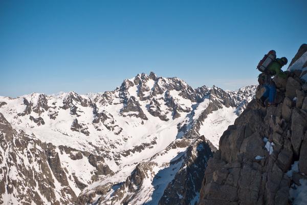 Pic sans Nom - Cambon Francou - Accalmie dans la grimpe, on profite du cadre!