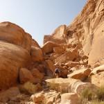 Traversée Jebel Rum - Eboulis de gros blocs, on se fourvoie!
