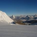 Mont Rose - Passé le col du Lys, la vue s'ouvre sur quelques uns des plus beaux 4000m des Alpes