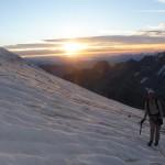 Grande Ruine - Arête S - Première lueurs sur le glacier