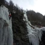 Cascade de glace - première longueur des Larmes de Nicodème