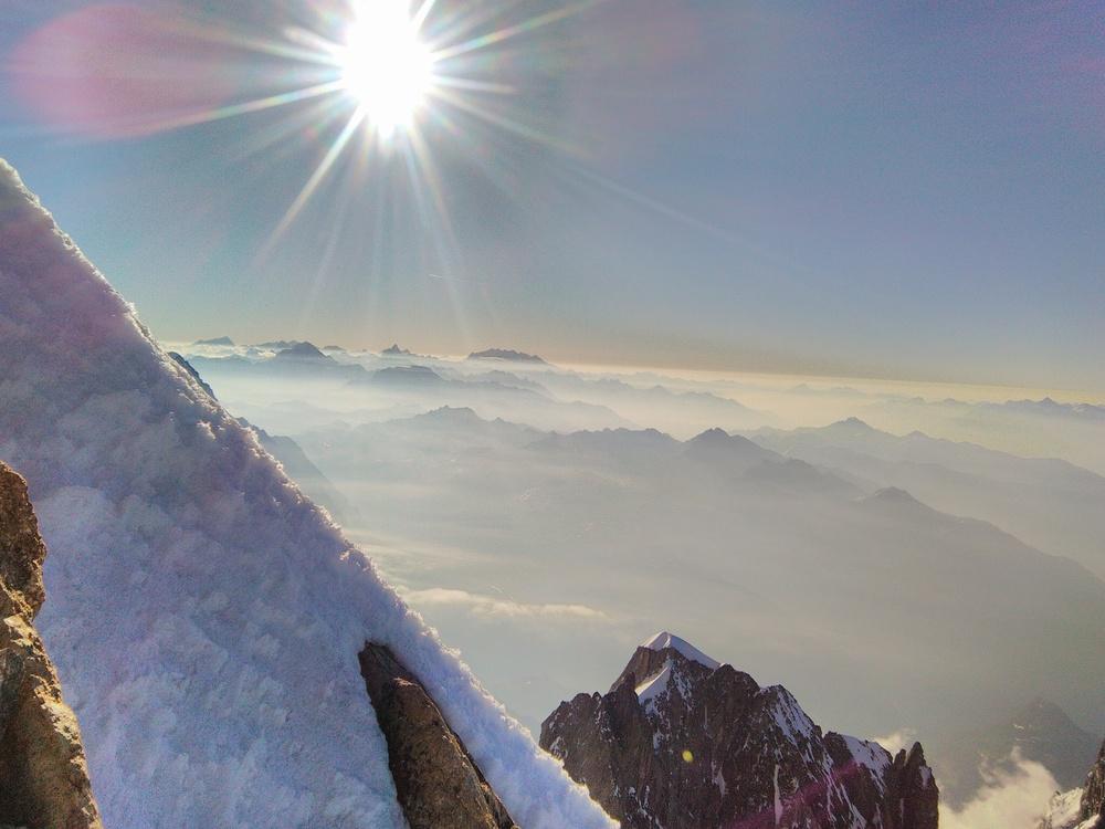Mont-Blanc - Les sommets suisses emmergentMont-Blanc - Les sommets suisses emmergent