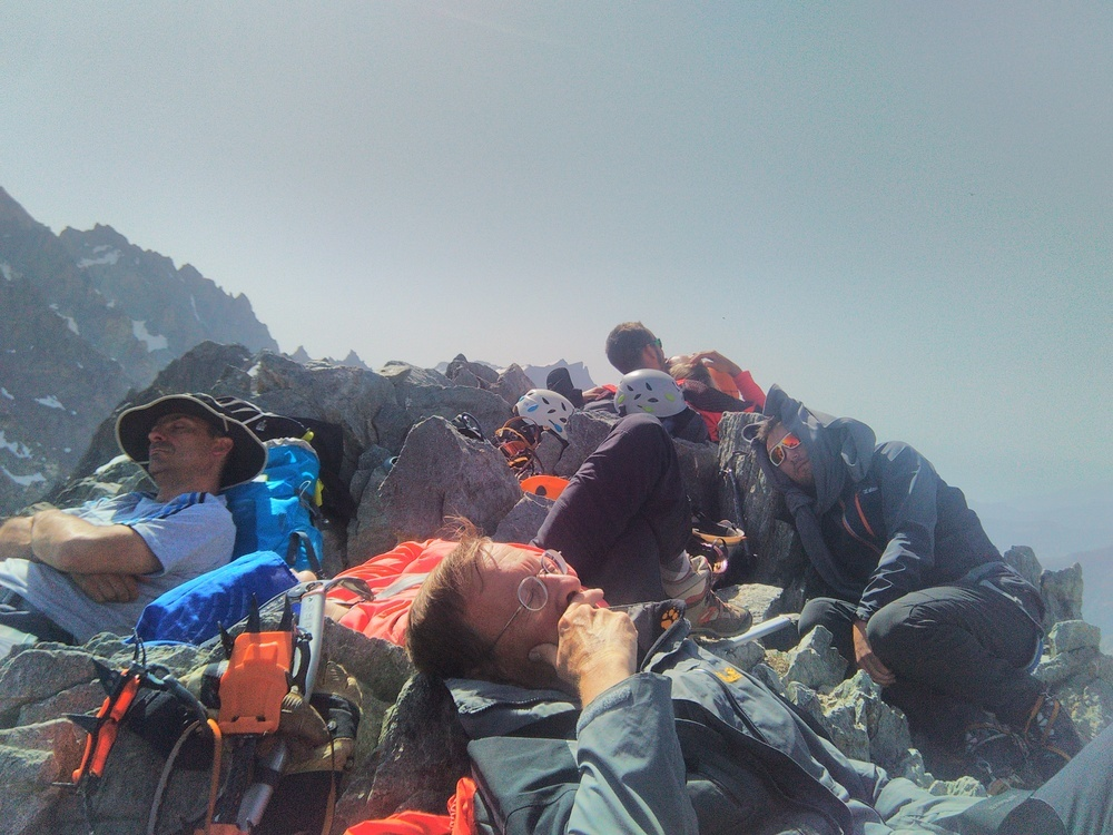 initiation alpinisme - Sieste on top