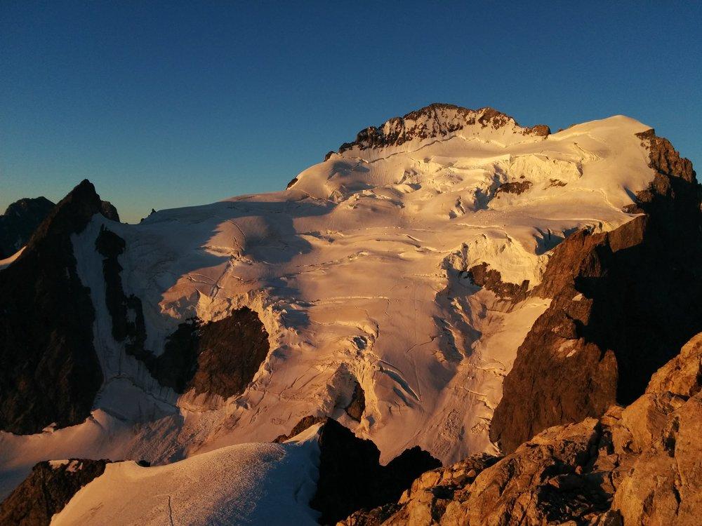 Stage autonomie alpinisme - Levé de soleil sur le dôme