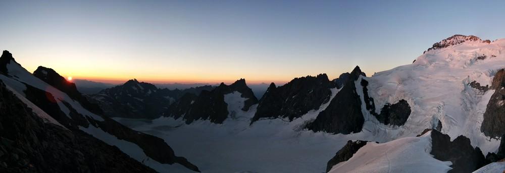 Stage autonomie alpinisme - Panoramique levé de soleil