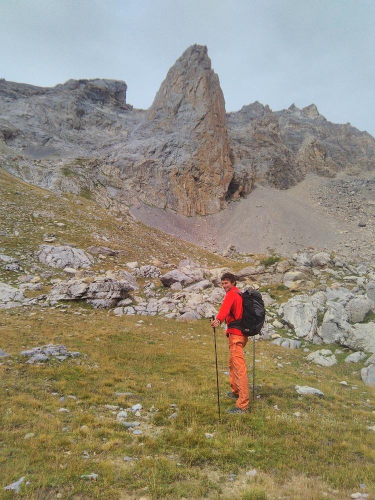 Aiguille du Vallonnet - Trou de Mémoire - Devant la belle aiguille