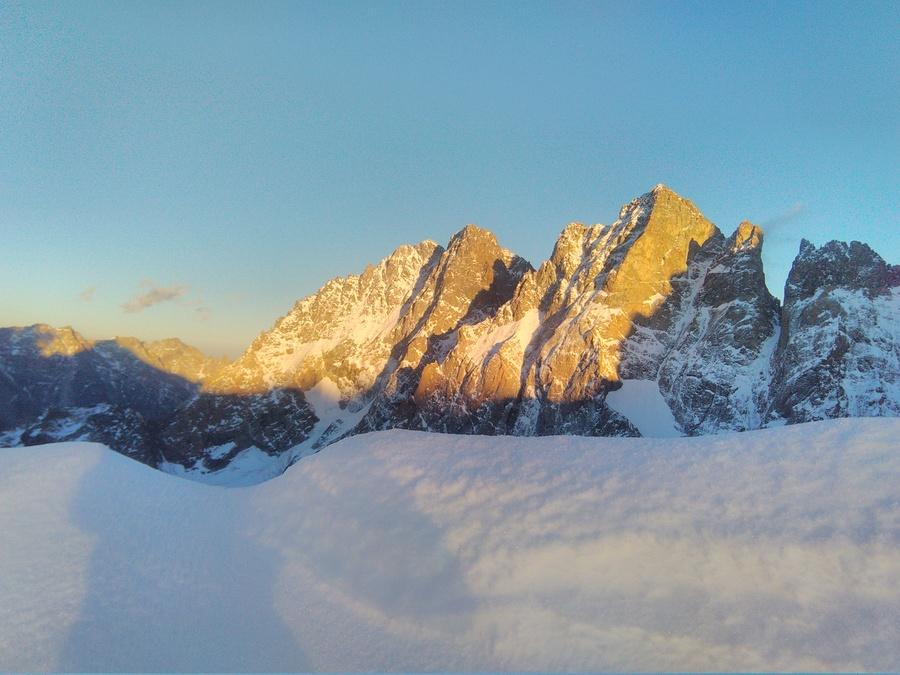 Goulotte Grassi - Soleil couchant sur le Pic sans nom