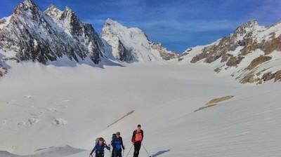 Au dessus du Glacier Blanc, sur les pentes du Pic d'Arsine avec le Dôme des Ecrins en toile de fond