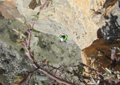 Ponteil - Guillaume à la grimpe dans la voie du Surplom jaune