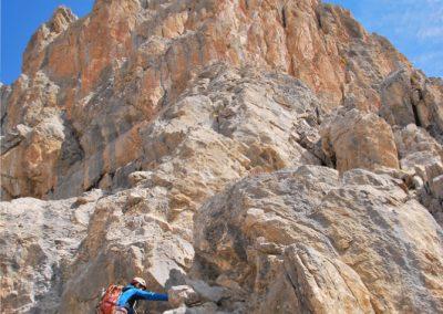 Arête Sud Tête de Gaulent - Homme bleu sur caillou orange