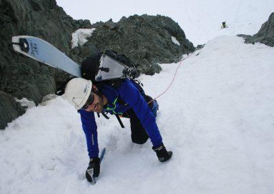 Raid ski Haute Maurienne - Vincent aux manoeuvres dans le couloir