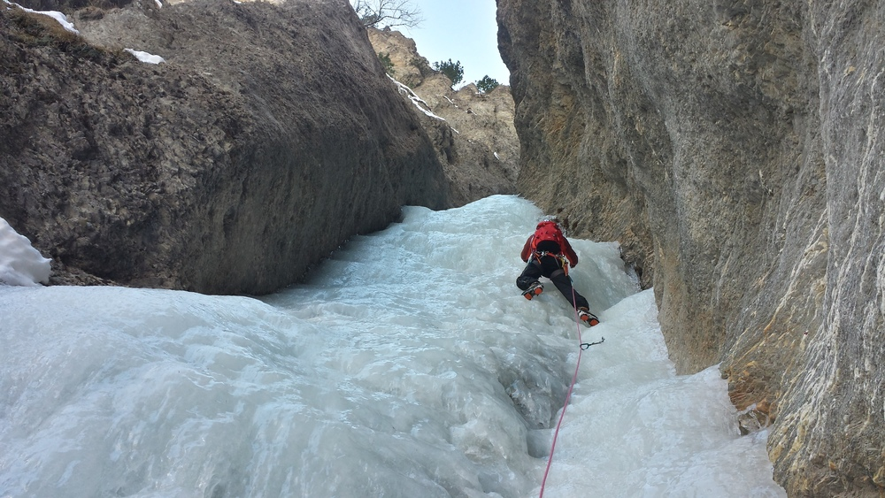 Cascade glace Ceillac - Easy rider - Julien dans la première longueur d'Easy rider