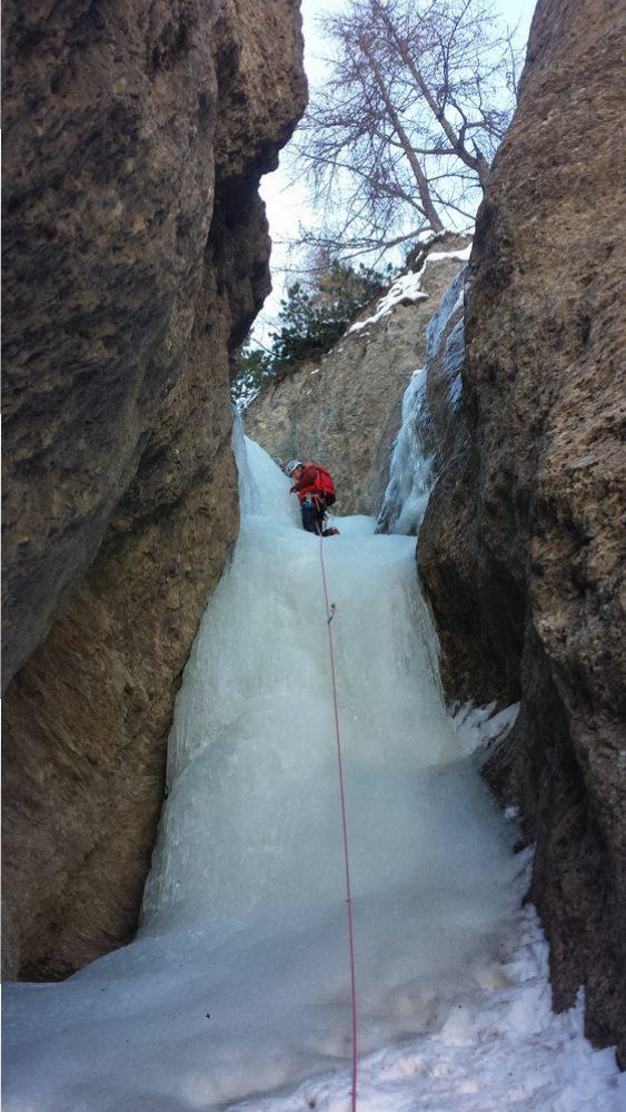 Cascade glace Ceillac - Easy rider - Julien dans la deuxième longueur d'Easy rider