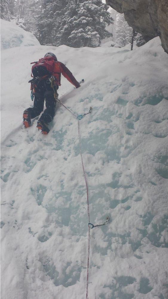 Cascade glace Ceillac - Forme du Chaos - Julien repart en tête dans la 4ème longueur