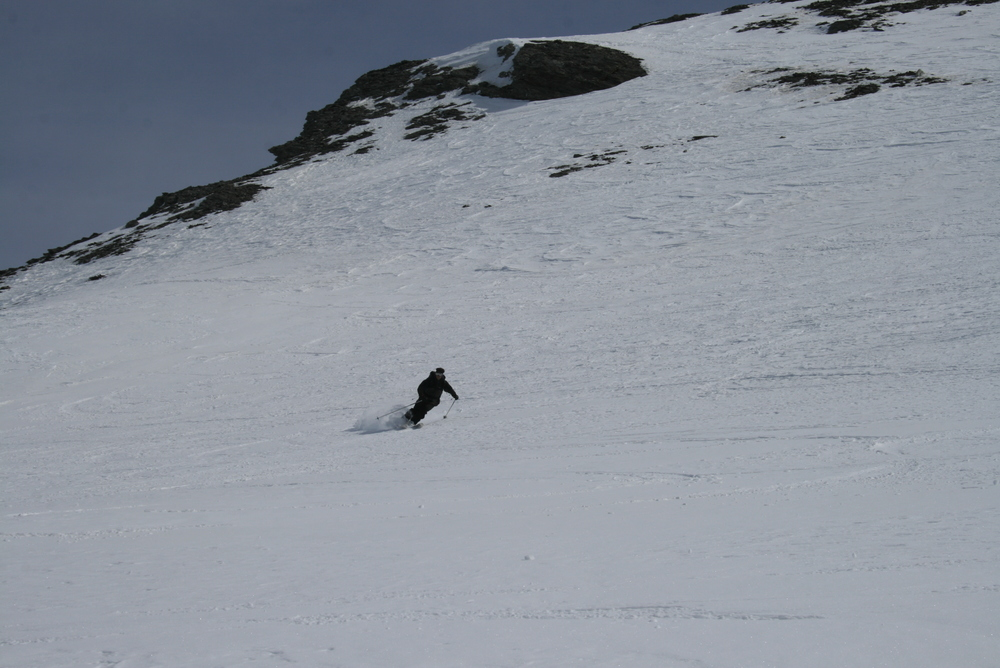 Raid ski Queyras - Tête du Longet - Laurent dans la poudre tassée