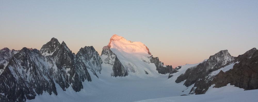 Initiation alpinisme - Levé de soleil sur le Dôme