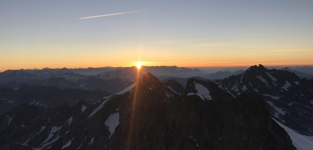 Levé de soleil au sommet de la Roche Faurio