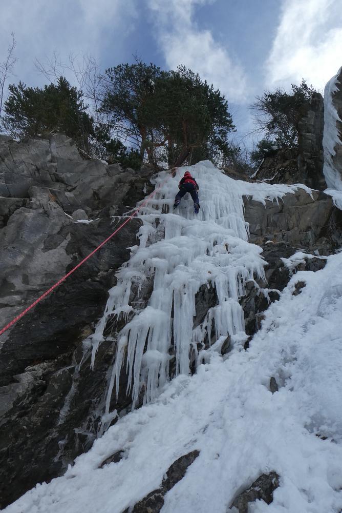 cascade de glace - Fracastorus - Cédric s'entraîne dans la dernière longueur