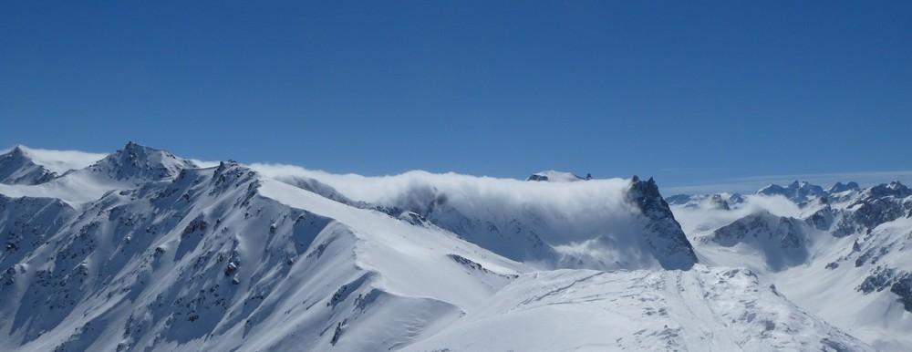 Ski hors piste rando - Valloire - Valmeinier - Joli nuage sur la pointe des cerces