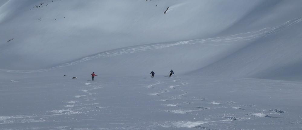 Ski rando terre rouge - Vers la Pissine - Traçage en équipe