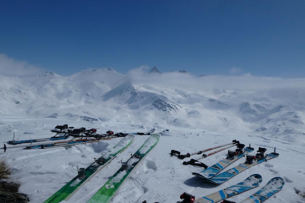 Ski rando terre rouge - Vers la Pissine - De notre sommet sans nom du jour
