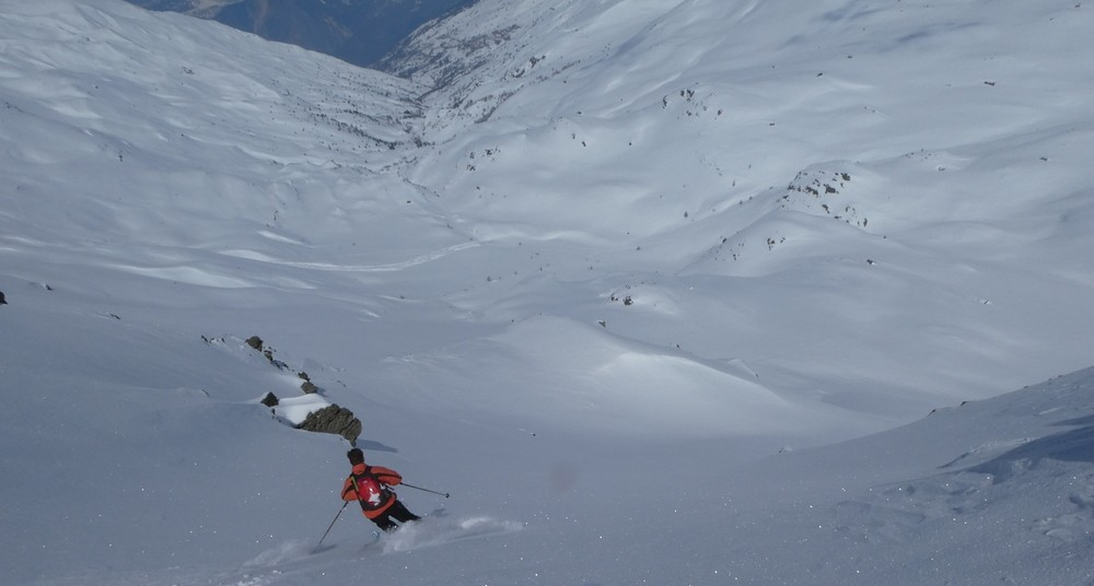 Ski rando terre rouge - Vers la Pissine - Lolo ouvre le bal