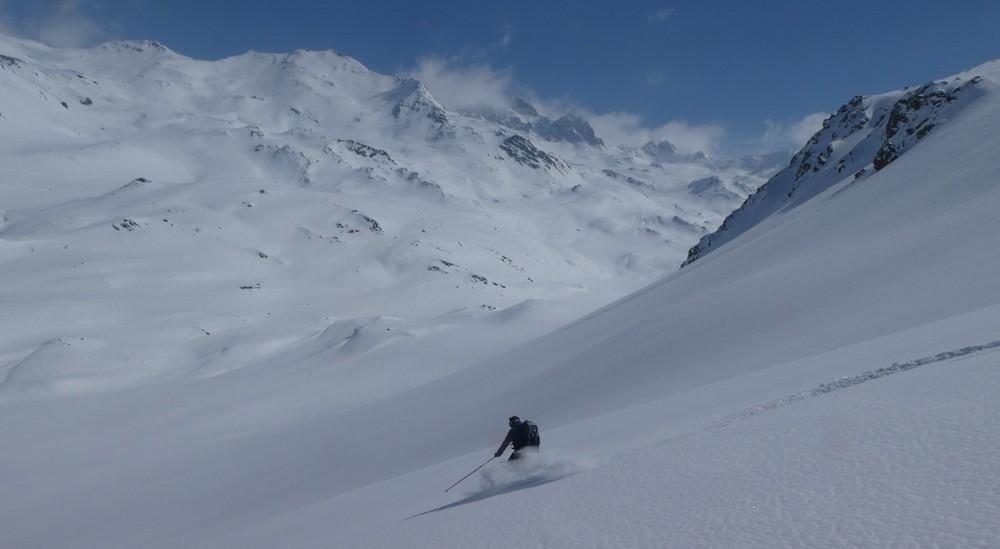 Ski rando terre rouge - Vers la Pissine - David honore cette vierge poudreuse