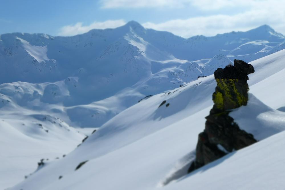 Ski rando terre rouge - Vers Roche Noire - Elément minéral