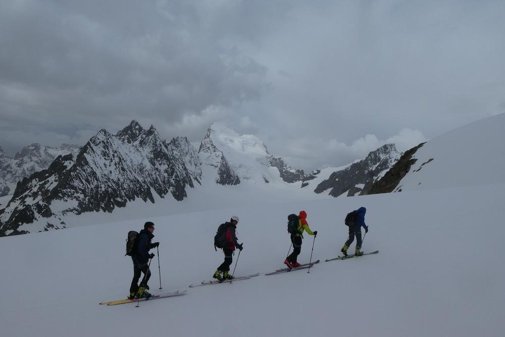 Raid ski Ecrins - Devant la Barre des Ecrins