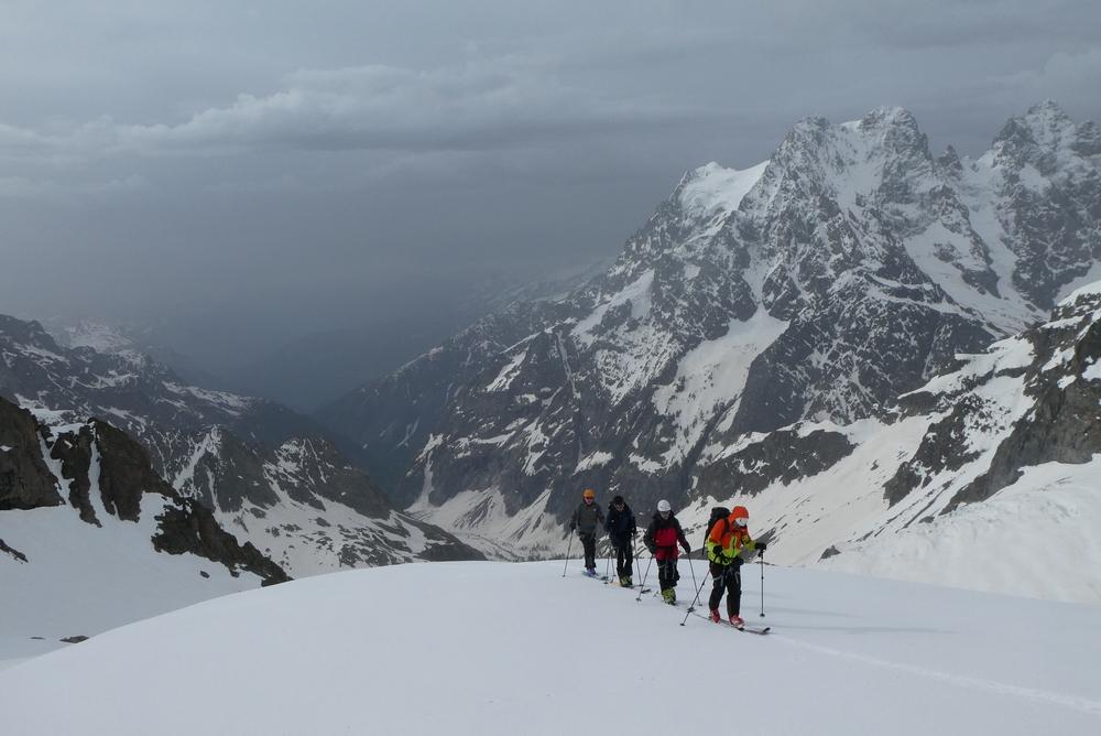 Raid ski Ecrins - Devant le pelvoux