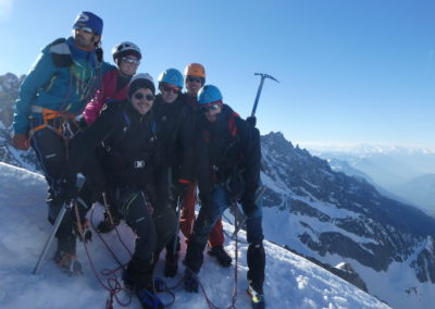 We initiation alpinisme - Grappe d'alpinistes au sommet