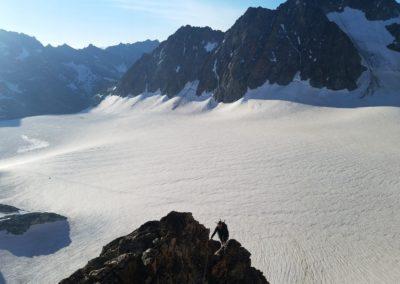 Arête sud de la pointe Louise, devant le Glacier Blanc