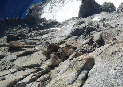 Au dessus de la niche des amis - Du IV qui grimpe dans Grépon - Mer de glace